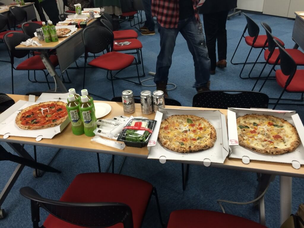 懇親会のピザ