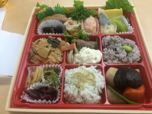 和食の「咲弥」からは懐石仕出し桜